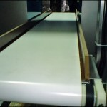 Konsis konveyör bantlı Metal dedektörü konveyörü ve metal dedektörü..