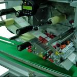 Konsis konveyör yaz yapıştır tipi etiketleme konveyör uygulaması..