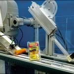 Konsis konveyör – Üçgen sandviç ablajaı etiketleme konveyör sistemi..