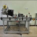 Konsis konveyör rulman kutusu yan ve üst yüzeyden 2 yön etiketleme konveyör uygulaması..