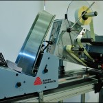 Konsis konveyör otomatik beslemeli seri kart etiketleme konveyör sistemi..