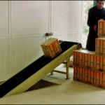 Konsis konveyör - İki kat arası bantlı konveyör sistemi. Genelde alt depodan mağazaya, asma kata veya üst kat depolara yük taşıma amaçlıdır..
